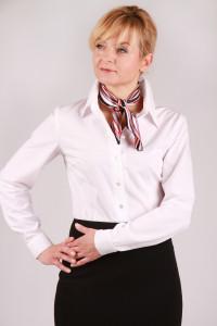 elegancka-bluzka-koszulowa-recepcja-hotel