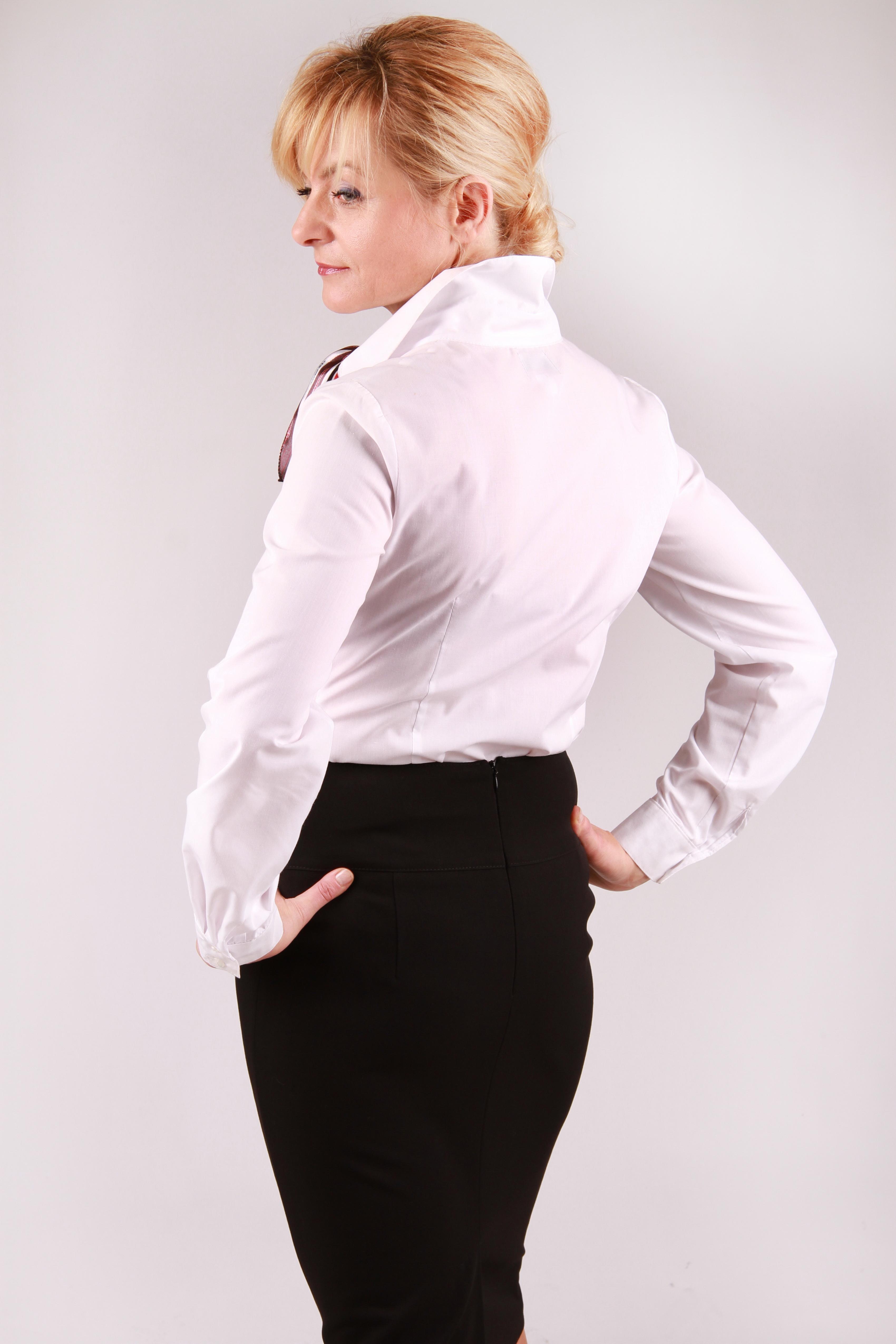 Ubranie pracownicze do pracy w hotelu, na recepcji czy w biurze.