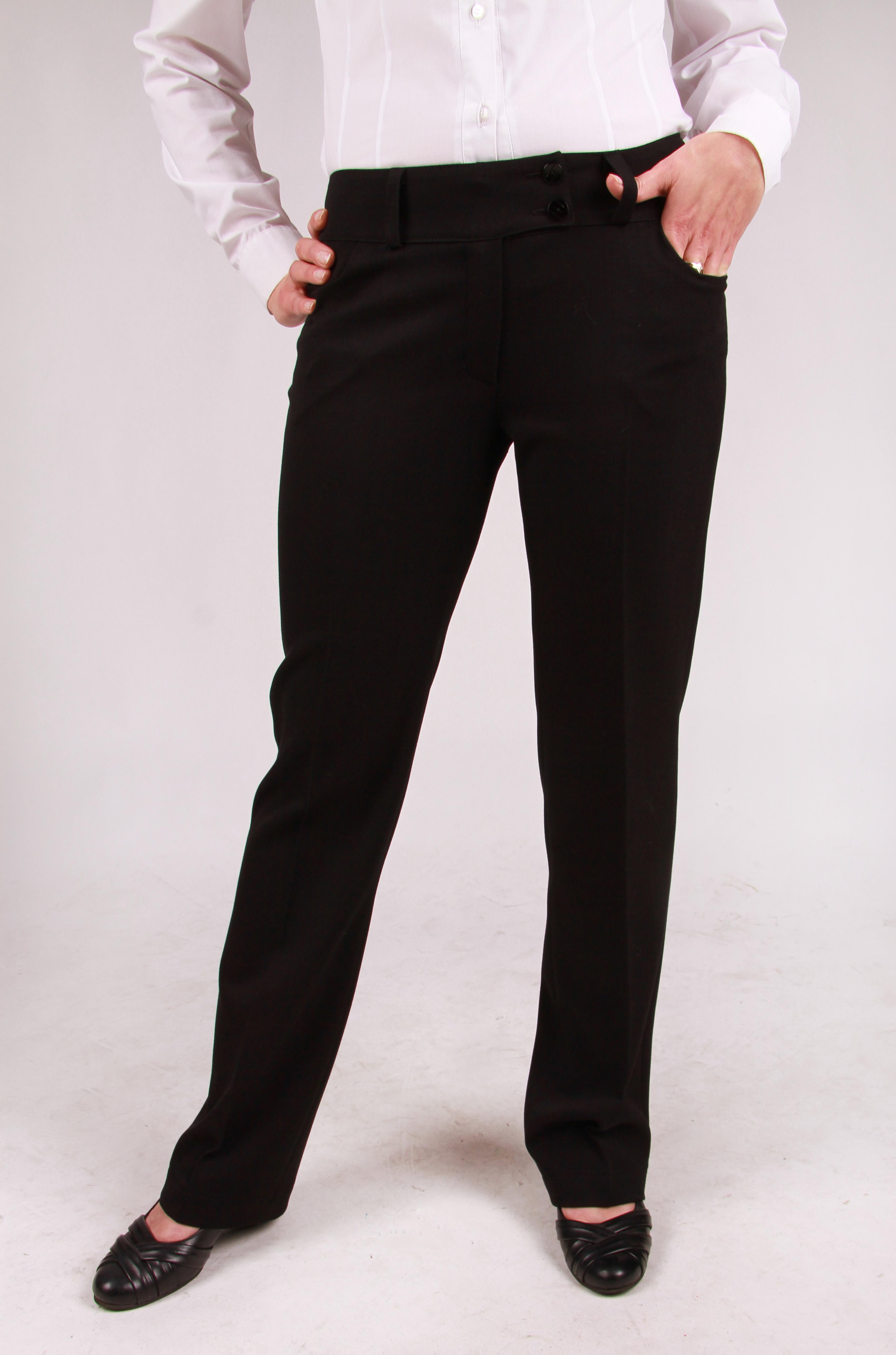 Odzież hotelowa to elegancja, dlatego spodnie sa zaprasowane na kant.
