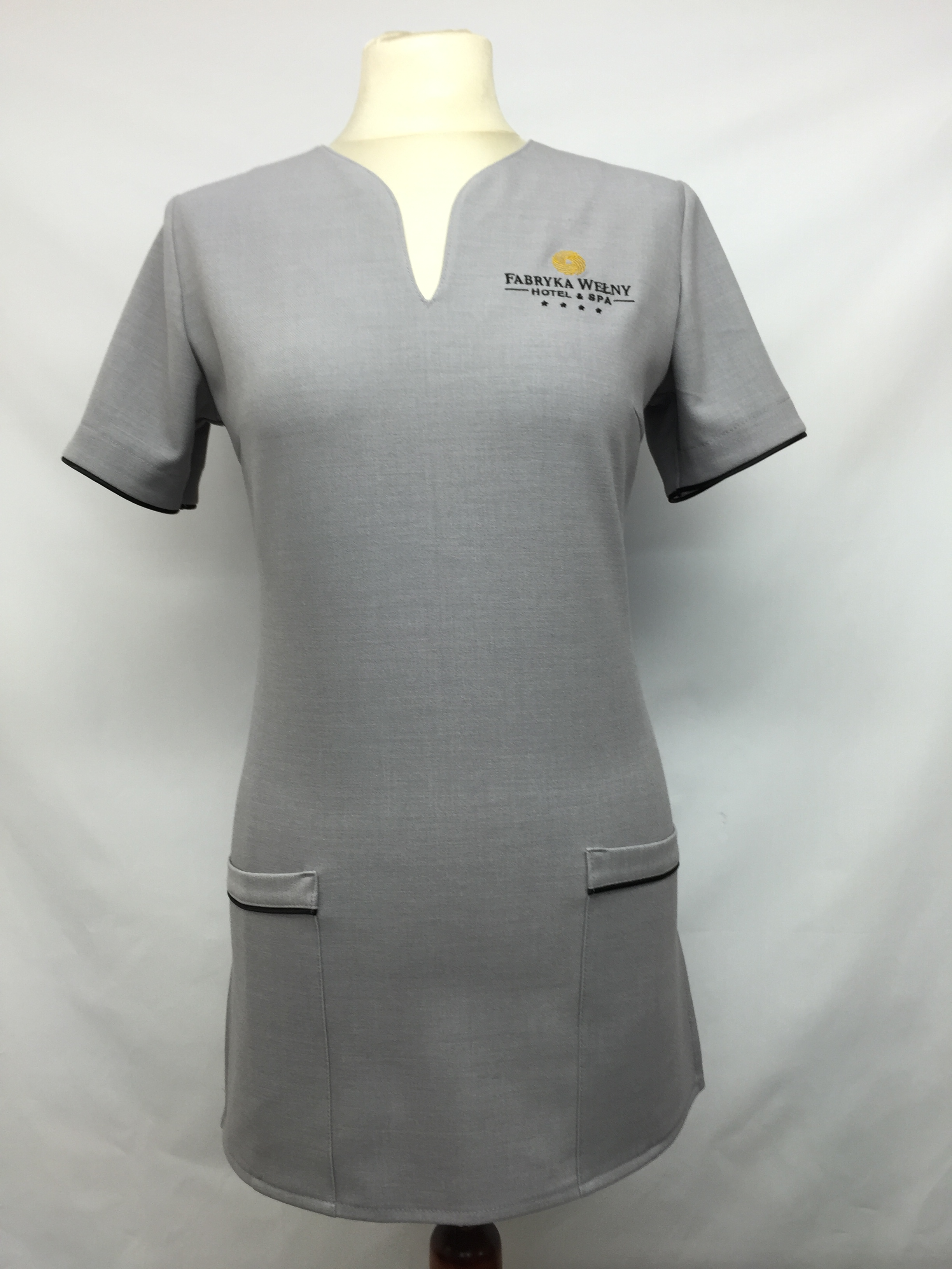odziez-sluzbowa-hotelowa-pracownicza-recepcja-ubranie-dla-pokojówek-tunika-robocza