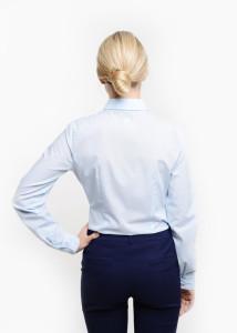 odziez-hotelowa-recepcja-elegancka-bluzka-koszulowa-koszula-blekitna-zapieciem-krytym-tyl-7a