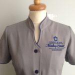 odziez-hotelowa-hft-logo-ubranie-bluzka-koszula-recepcja-restauracja-marynarka-damska-garnitur-koszula-spodnie-kamizelka-SPA (5)